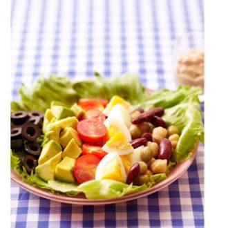 お疲れ肌に効く!夏に食べたい美肌レシピ ~コブサラダ~