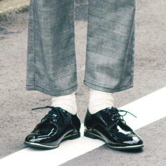 """意外と使える!いつもの靴を""""ドレスシューズ""""に変えるだけで新鮮見え"""