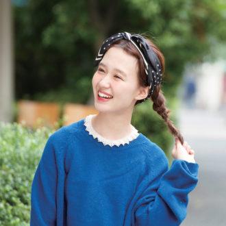三つ編みポニーテールをスカーフ使いで大人可愛くアップデート♡