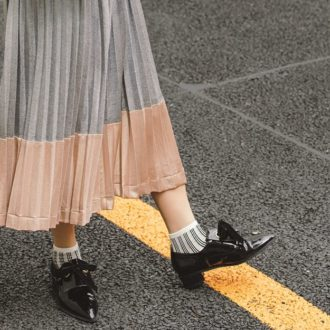 毎日だって履きたくなる「プリーツスカート」の着こなしテク ~秋冬版~