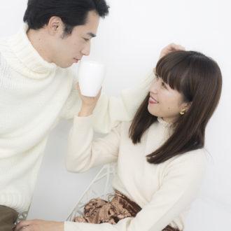 冬のデートはGUの白ニットでお揃いにするのが可愛い!