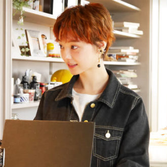 """【密着merienne vol.14】透明感がすごい!""""新美歩さん""""ってどんな仕事をしているの?"""