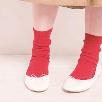 """【明日のコーデ】白靴下に飽きてきた? """"赤""""の靴下で新鮮に!"""