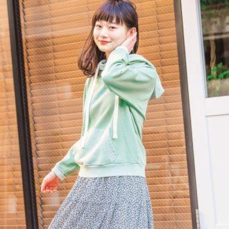 春先取りスウェットコーデ♡ 花柄スカートで大人可愛く