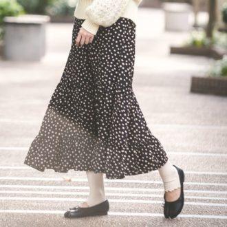 【明日のコーデ】クールなモノトーンは、フレアスカートで大人可愛く着こなす♡