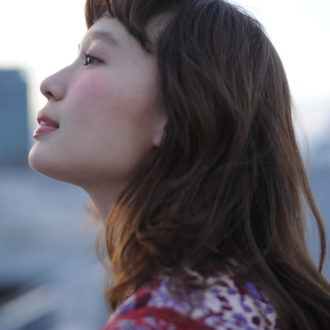【明後日はいよいよ新刊発売!】未公開ショットで綴る「柴田紗希」の魅力。