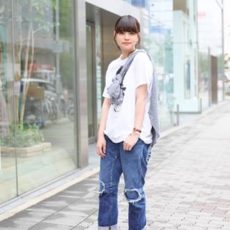 "【Today's merSNAP】白T×デニムを""シャツななめ巻き""でアップデート!"