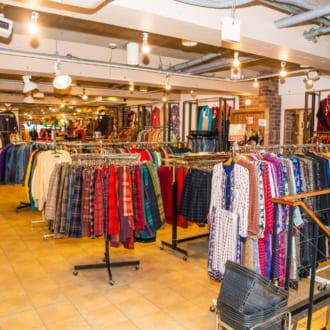 東京古着屋巡り♡ リーズナブルなアメリカ古着が1万点以上揃う「CHICAGO 神宮前店」
