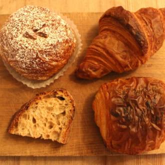 <本当においしいパン屋さん>100種類もの焼き立てパンが並ぶ「カタネベーカリー」