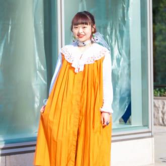 """【Today's merSNAP】""""白ブラウス""""は襟で魅せる♡ カラーワンピのレイヤードテク"""