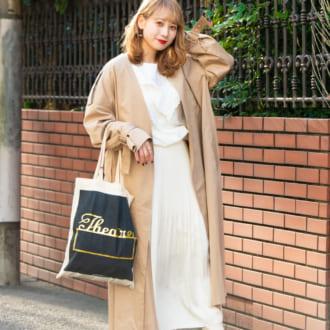 【Today's merSNAP】ゆるずるに着こなすのが今年っぽい! こなれるトレンチ×白ブラウス