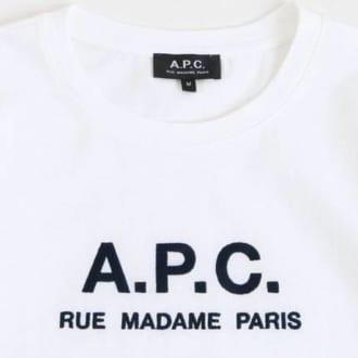 大人カジュアルを更新!品よくキマる『A.P.C.』のロゴT