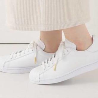 履くだけで一目置かれちゃう「こだわる大人の白スニーカー」3選