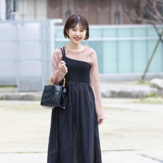 【Today's merSNAP】シースルーインナーが活躍♡ 春のブラックワンピ着まわし術