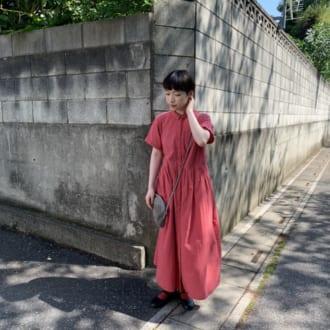 【Today's merSNAP】赤いシャツワンピースが主役♡ 初夏のカラーコーデ