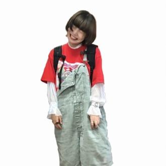 【Today's merSNAP】Tシャツ×ブラウスがオシャレ! レイヤードで差がつくオーバーオールの着こなしテク