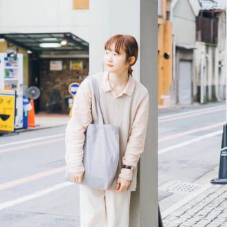 """【Today's merSNAP】メンズライクでも可愛い♡ 大人女子の """"消えそうな色コーデ"""""""