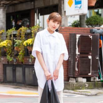 【Today's merSNAP】夏のホワイトコーデはラフがポイント♡ キメすぎない大人女子のシャツの着こなしテク