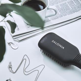 梅雨の時期のお悩みを解決する! 髪のうねり対策アイテム