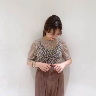 """この夏は""""大人っぽく""""が理想♡ オシャレさんが纏う小花柄コーデテク"""