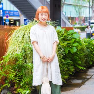 【Today's merSNAP】小物の色使いで変わる! ほんわり古着コーデを「+1」で華やかに♡