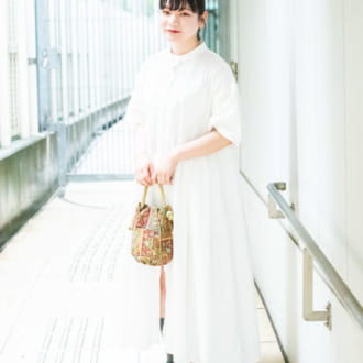 【Today's merSNAP】小物で遊ぶ? 定番白シャツワンピのアレンジテク