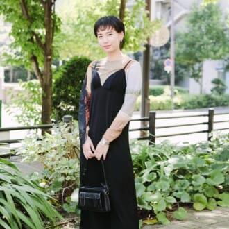 【Today's merSNAP】黒キャミワンピですっきり見え。夏のお手本ブラックコーデ