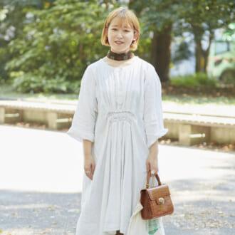 【Today's merSNAP】古着女子がお手本♡ 白ワンピ×ゆったりパンツで作る旬の秋コーデ