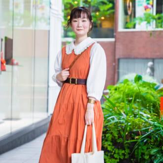 【Today's merSNAP】秋らしい配色! オレンジ×ブラウンのレトロなワンピースコーデ
