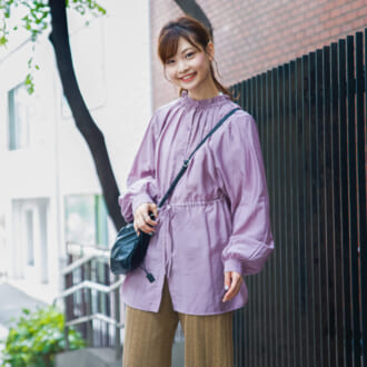 【Today's merSNAP】パープルの秋らしい着こなしとは? 大人っぽカラーコーデのコツ