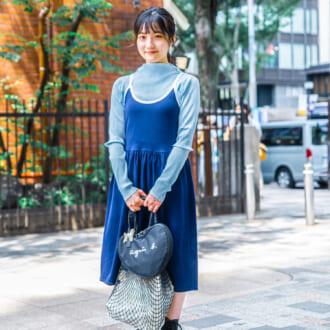 【Today's merSNAP】古着女子は青をどう着る? 甘辛MIXのワントーンコーデ