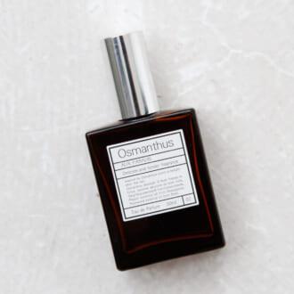 男女ウケするのはフラワーの香り? オシャレなモデルが愛用する「香水」3つ