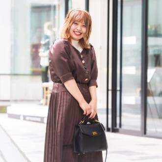 【Today's merSNAP】ブラウン・ホワイト・ブラックでキメる! レトロな雰囲気漂う3色コーデ♡