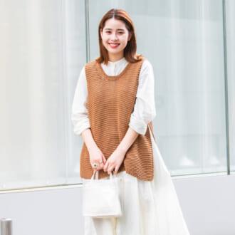 【Today's merSNAP】キャメルで秋仕様に♡ ニットベスト×シャツワンピースのレイヤードコーデ