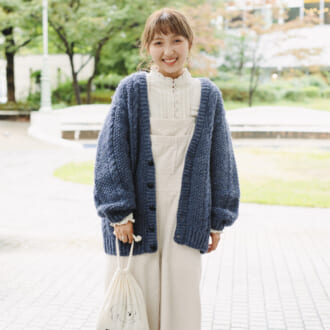 【Today's merSNAP】素材感で秋冬らしく♡ ブルー×ホワイトのツートーンカラーコーデ