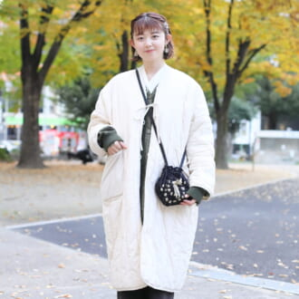 【Today's merSNAP】ホワイトで大人可愛く♡ 旬のライナーコートで作る「フェミニン×ミリタリー」