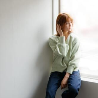 """モデルが着こなす""""春色ニット""""♡ 村田倫子はフェミニンな「くすみカラー」が気分"""