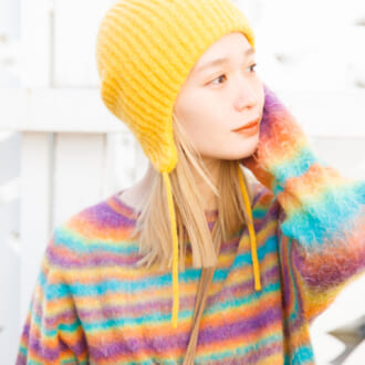 """merモデルの""""春色ニット"""" の着こなし。「柔らかさ」にこだわる柴田紗希の愛用2着♡"""