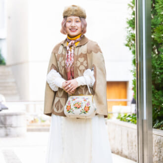 【Today's merSNAP】古着女子は「ポンチョ」どう着る? 小物を効かせた着こなし術
