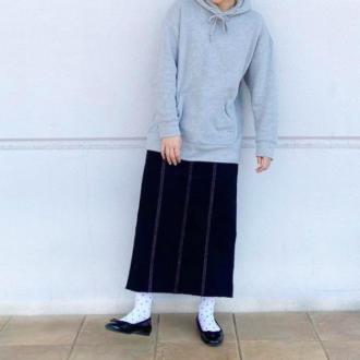 この春ヘビロテ決定♡ 楽チンなのに大人可愛い「スウェット×スカート」コーデ