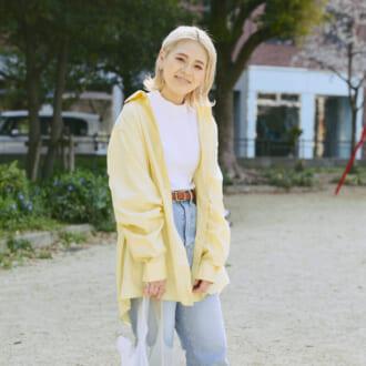 """【Today's merSNAP】元気カラー""""イエロー""""で華やかに♡ 今季注目の「カラーシャツ」コーデ"""
