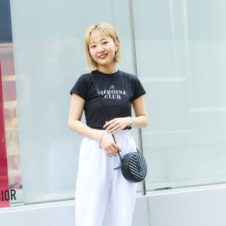 【Today's merSNAP】ゆるピタシルエが今っぽい! スポーティコーデを女性らしく着こなすコツ