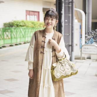 【Today's merSNAP】+白で抜け感UP! オシャレさんから学ぶ、夏の「アースカラーコーデ」