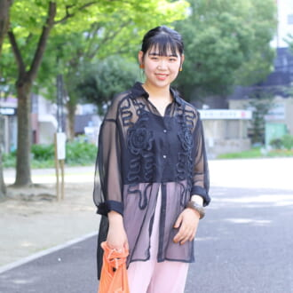 "【Today's merSNAP】夏の黒は""シースルー素材""で軽やかに着こなすが正解!"