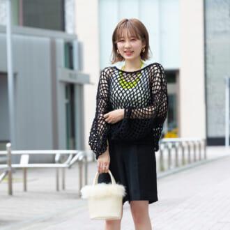 【Today's merSNAP】オシャレ女子の間で話題の「メッシュニット」♡ ブラックコーデを軽やかに見せるコツ