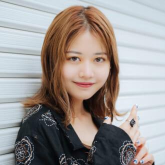 柄シャツ、カラースラックス、ハーフパンツ… NUGUディレクター・吉成亜美が組んだ「秋服の旬着こなし」3つ