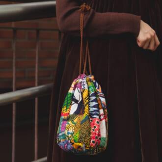 持つだけでセンス◎な「柄巾着バッグ」 ちょっと個性派がオシャレさんへの近道♡