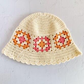バッグ、帽子、ベスト… オシャレさんがこぞって集める「クロシェ編み」アイテム